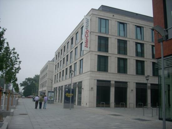 IntercityHotel Dresden: InterCity Hotel...just off main walkway PragerStrasse...