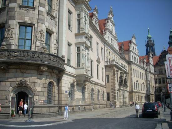 เดรสเดิน, เยอรมนี: ...other side of the kings quarters...