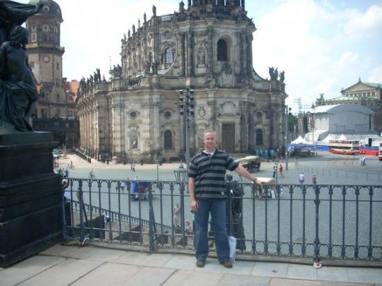 เดรสเดิน, เยอรมนี: ...me with cathedral in the background...the Elbe is just to my right...