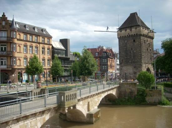 Esslingen am Neckar, เยอรมนี: shot of an old watch tower on the Neckar River