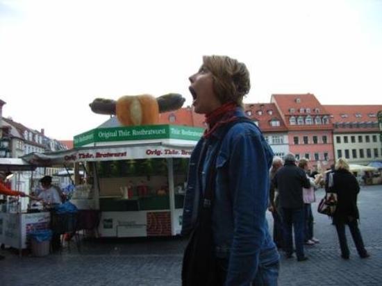 ไวมาร์, เยอรมนี: Taitaa tyttö tietää että on makkaraa tarjolla...