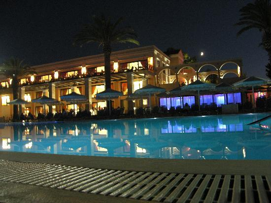Roda Beach Resort & Spa: THE MAIN POOL AND HOTEL