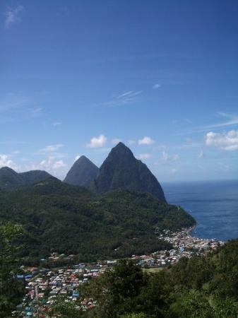 แคสตรีส์, เซนต์ลูเซีย: St. Lucia and the Pitions