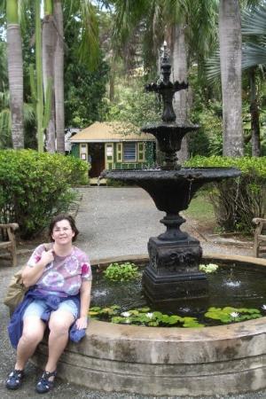 ชาร์ลอตต์อะมาลี, เซนต์ โทมัส: Tortola - Nina at fountain