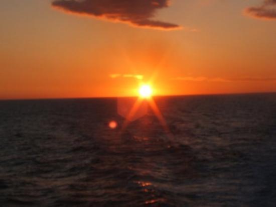 ไอออส, กรีซ: tramonto sul traghetto