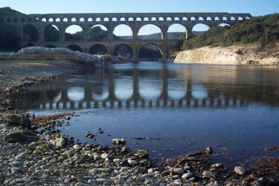 ทัวรส์, ฝรั่งเศส: Reflections of Pont Du Gard