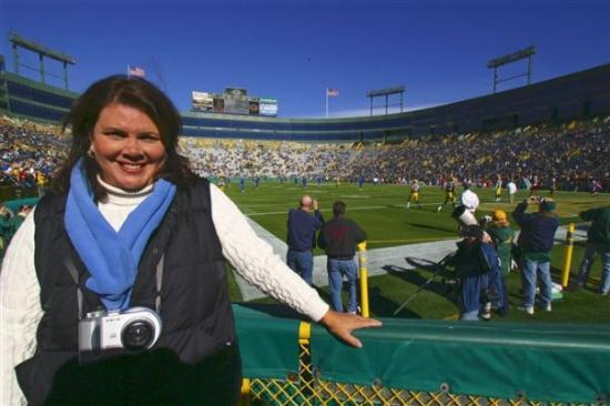 กรีนเบย์, วิสคอนซิน: Jane at Lambeau Field, Green Bay, Wisconsin.  Watched a Packer game!