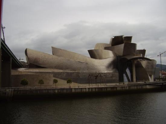 บิลบาว, สเปน: View of the back of the Guggenheim.