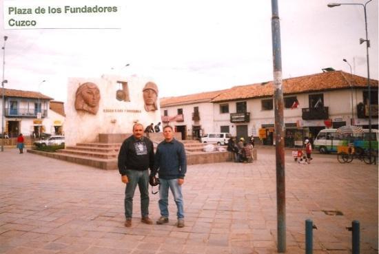 ลิมา, เปรู: Plaza de los Fundadores, Cuzco. PERÚ