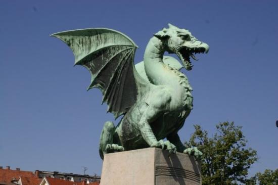 สะพานมังกร: Ljubljana, Slovenia. City of Dragons.