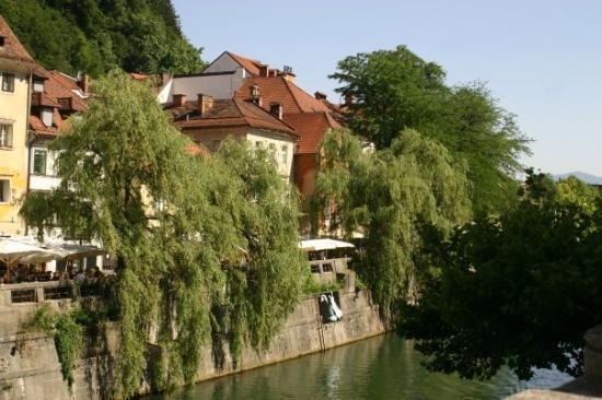 ลูบลิยานา, สโลวีเนีย: Ljubljana, also the city of eating and drinking along the Ljubljanica (in Dutch: veel terrasjes!