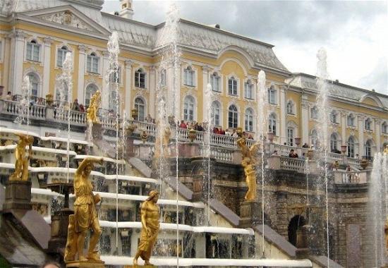 พระราชวังและสวนปีเตอร์ฮอฟ: St Petersburg - Peterhof