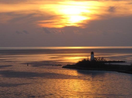 แนสซอ, New Providence Island: Sunset over the lighthouse in Nassau