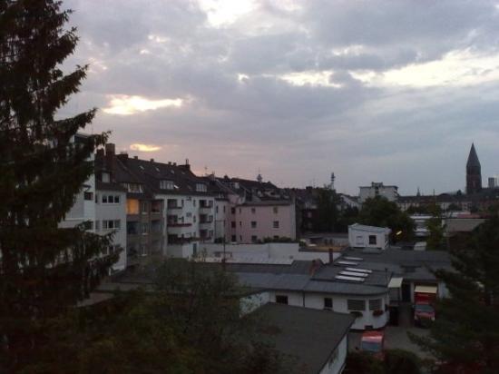 ดุสเซลดอร์ฟ, เยอรมนี: Foto scattata alle 22:09. Visto che chiaro?