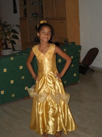 Abidjan, โกตดิวัวร์: Joké avec sa robe de Belle