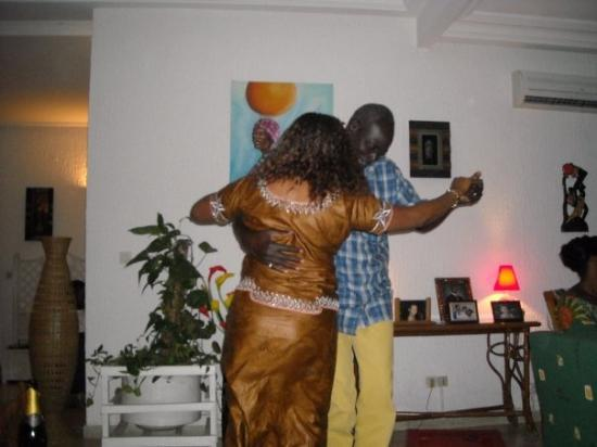 Abidjan, โกตดิวัวร์: Pélagie qui danse