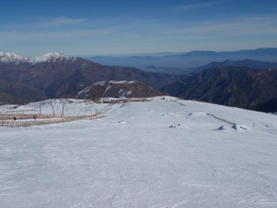 La Parva Ski Resort: El Colorado, Chile...Same mountain as Valle Nevado, Los Farellones y La Parva but with a sick vi