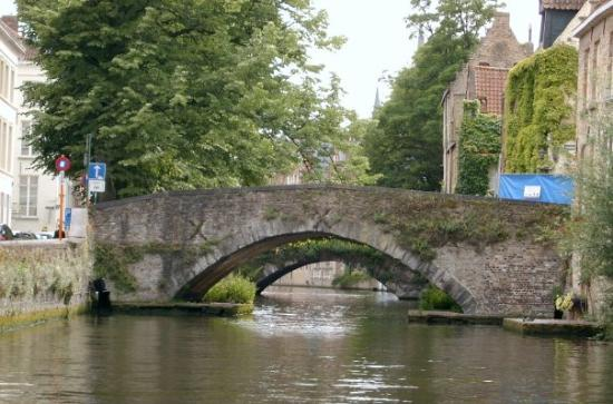 canal boat tours the oldest bridges in bruge