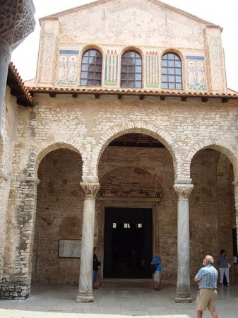 كنيسة أوفراسيوس بازيليكا