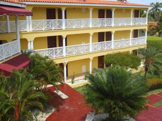"""ไลฟ์สไตล์ ทรอปิคอลบีช รีสอร์ท & สปา: One of the """"units"""" at the resort; there were five such buildings in all"""