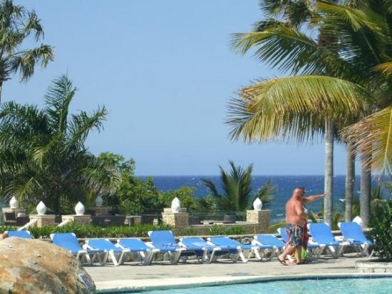 ไลฟ์สไตล์ ทรอปิคอลบีช รีสอร์ท & สปา: Pool and ocean