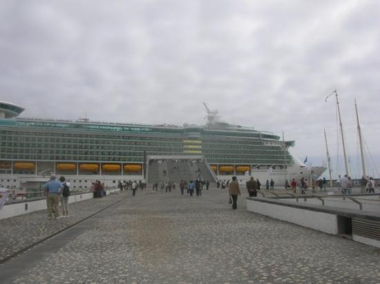 Ponta Delgada, โปรตุเกส: Independence of the Seas.