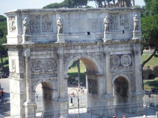 Arco di Costantino: Arc de Constantin vu du Colisée.