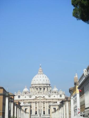 บาซิลิกาของเซนต์ปีเตอร์: Basilique Saint Pierre