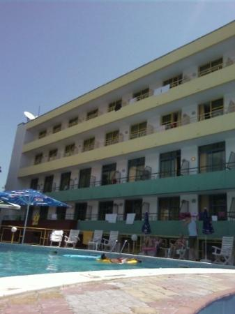 Golden Sands, บัลแกเรีย: Hotel Vladislav. Jag bodde på näst översta våningen 5 fönstret från vänster :D.