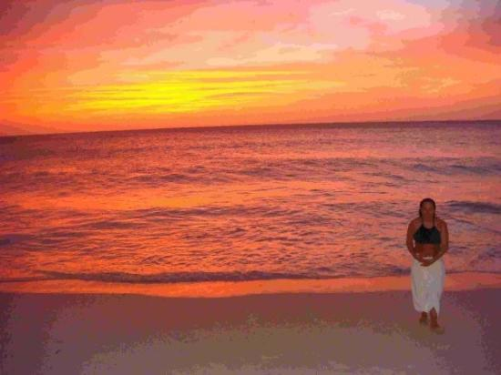 Eagle Beach: Laurie at Sunset in Aruba 04_28_09