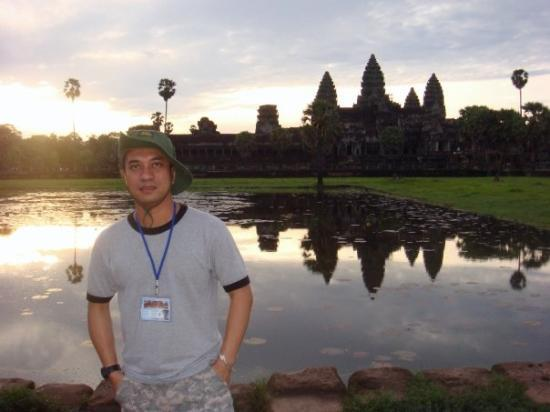 นครวัด: Angkor Wat - One of the - 10 Man-made travel wonders (Wikipedia) 1. Giza pyramid complex 2. Gr