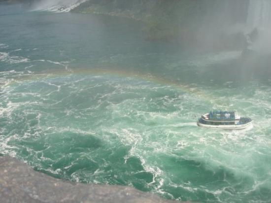 น้ำตกไนแอการา, แคนาดา: The Maid in the Mist