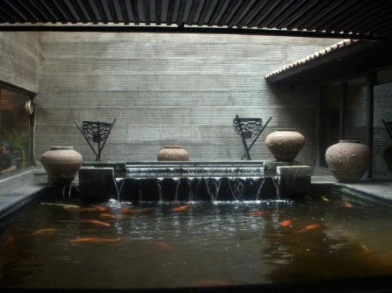 จาการ์ตา, อินโดนีเซีย: Koi pool at the restaurant owned by my Oom David and Tante Sonja, Gang Gang Sulai