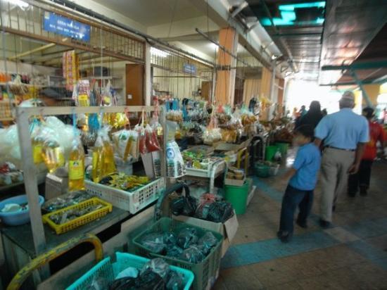 กูชิง, มาเลเซีย: Saratok Market