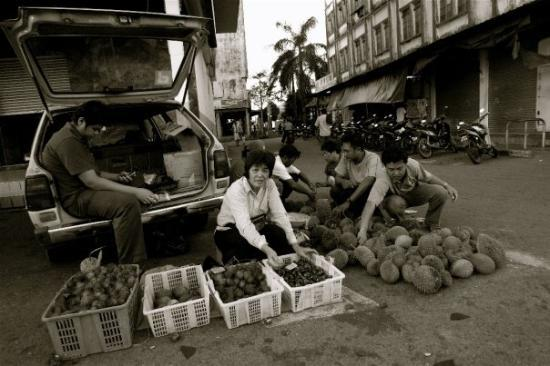 กูชิง, มาเลเซีย: Local Fruit Seller