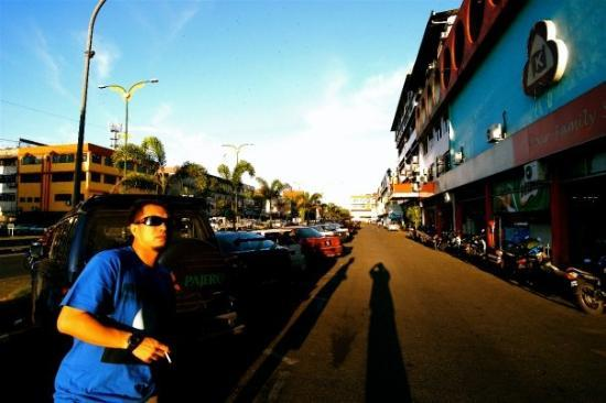 กูชิง, มาเลเซีย: Depan Warisan Inn
