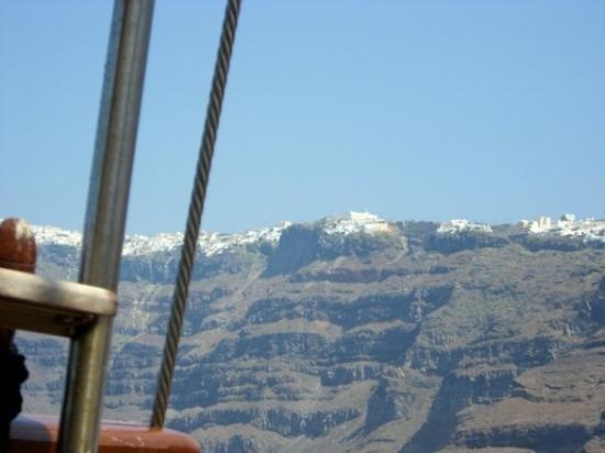 ซานโตรีนี, กรีซ: Santorini from the boat.
