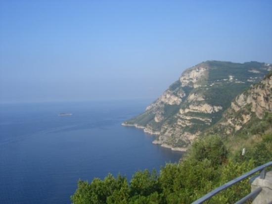 อมาลฟี, อิตาลี: Coastline near Positano