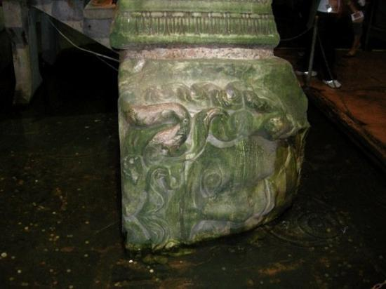 บาซิลิกา ซิสเทิร์น: Yerebatan Sarnici - The Basilica Cistern - Istanbul 5 - All of the supports have a different fac