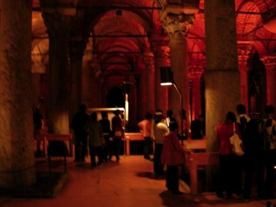 บาซิลิกา ซิสเทิร์น: Yerebatan Sarnici - The Basilica Cistern - Istanbul 1 - This is situated under Istanbul and date