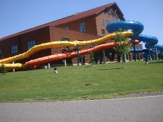 Great Wolf Lodge: the outdoor slides