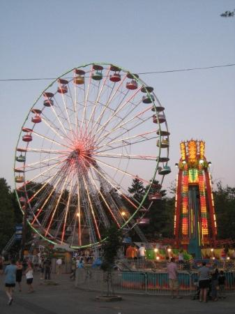 Elysburg, เพนซิลเวเนีย: the giant wheel at dusk