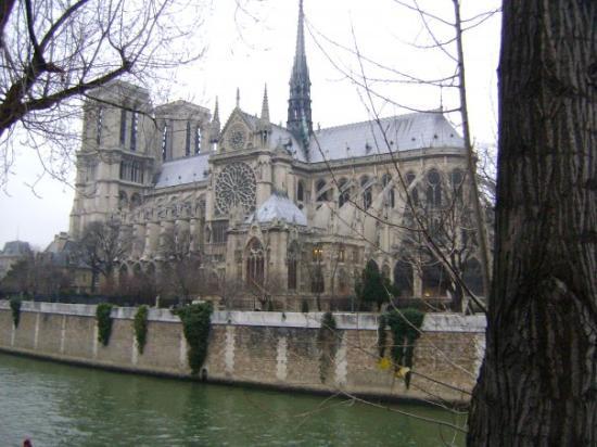 มหาวิหารน็อทร์-ดาม: Notre Dame