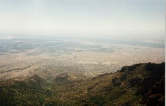 อัลเบอร์เคอร์กี, นิวเม็กซิโก: Albuquerque, NM, United States from the Sandia Crest.