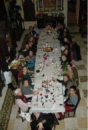 บอร์โด, ฝรั่งเศส: In France for dance intensive. BDSS and students at the dinner table. I'm third up on the right