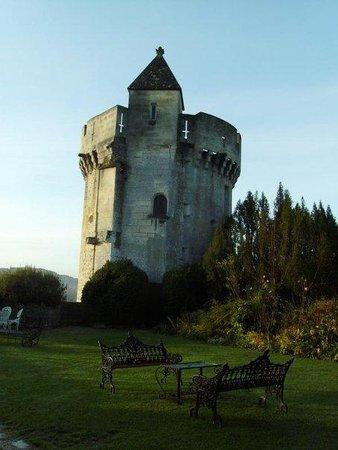 บอร์โด, ฝรั่งเศส: Tower at Chatteau Maorette