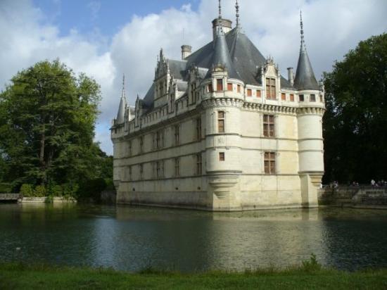 Azay-le-Rideau, ฝรั่งเศส: Quel beau!!!