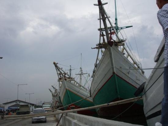 จาการ์ตา, อินโดนีเซีย: bateaux de commerce traditionnels de jakarta