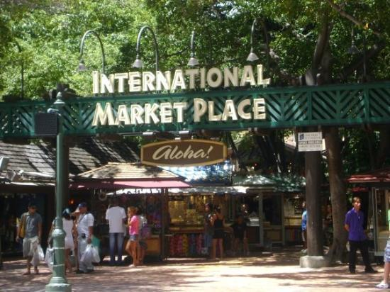 โออาฮู, ฮาวาย: Internation Market Place....across from our hotel