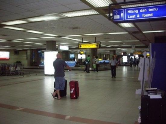 บาหลี, อินโดนีเซีย: bali airport